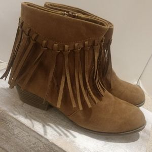 Mia Suede Fringed Booties Size Y 5 Women's 7